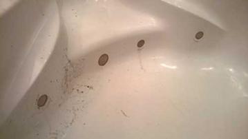 Шпаклевание отверстий ванны