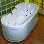 Як чистити наливну ванну